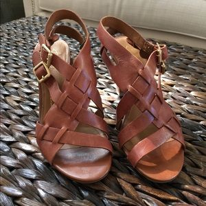 Woven leather sandals with rubber sole!